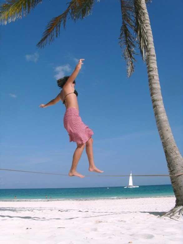 Gibbon-Slackline-Travel-Line-X13-beach-australia-island