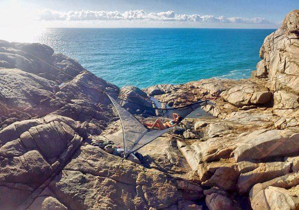 slackline-hammock-ocean-cliff-setup